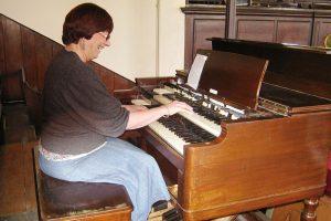 Morag on theHammond Organ