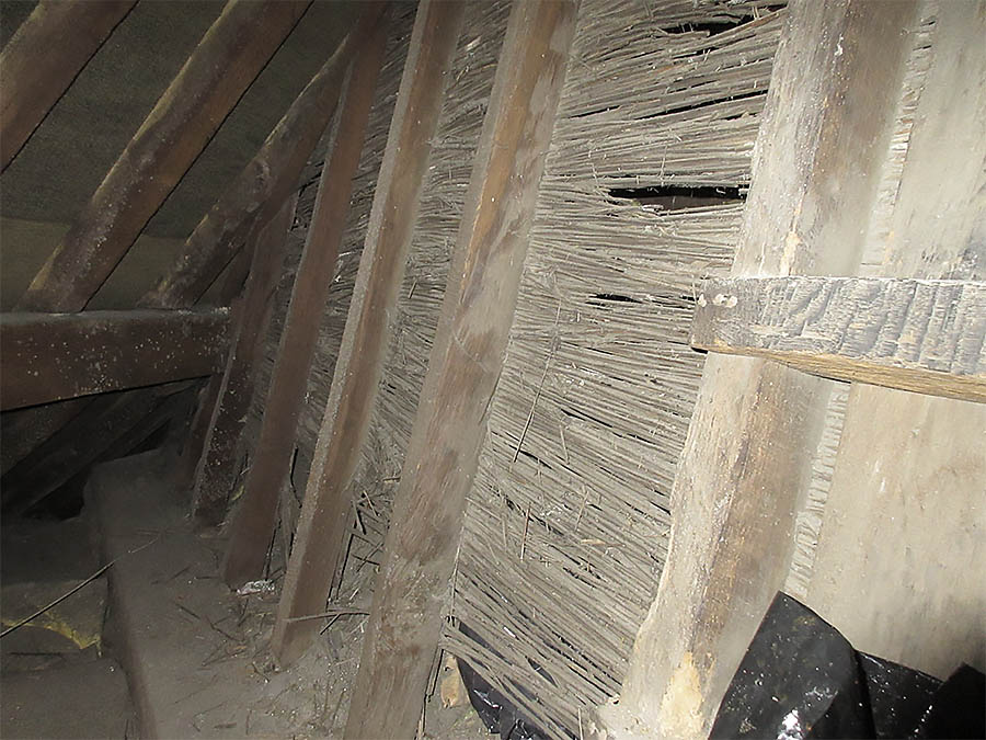 Reeds in the roof space, original from 1708 and were probably cut locally.